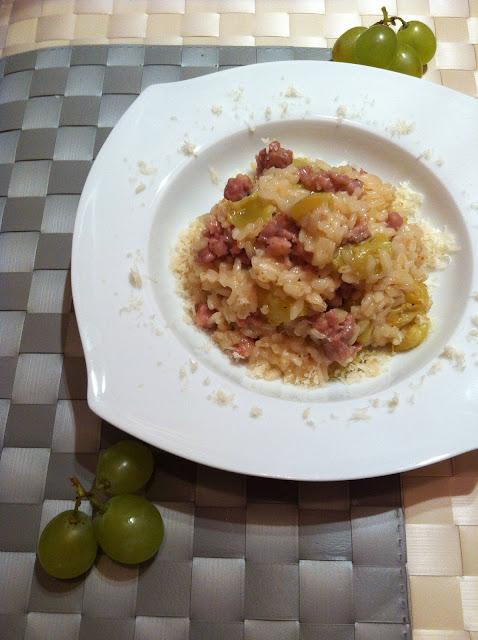 Risotto con salchichas y uvas