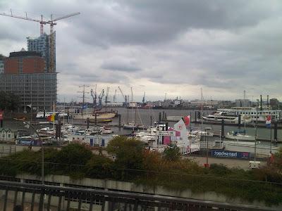 Elbphilharmonie und Hafen von der U3 zwischen Baumwall und Landungsbrücken