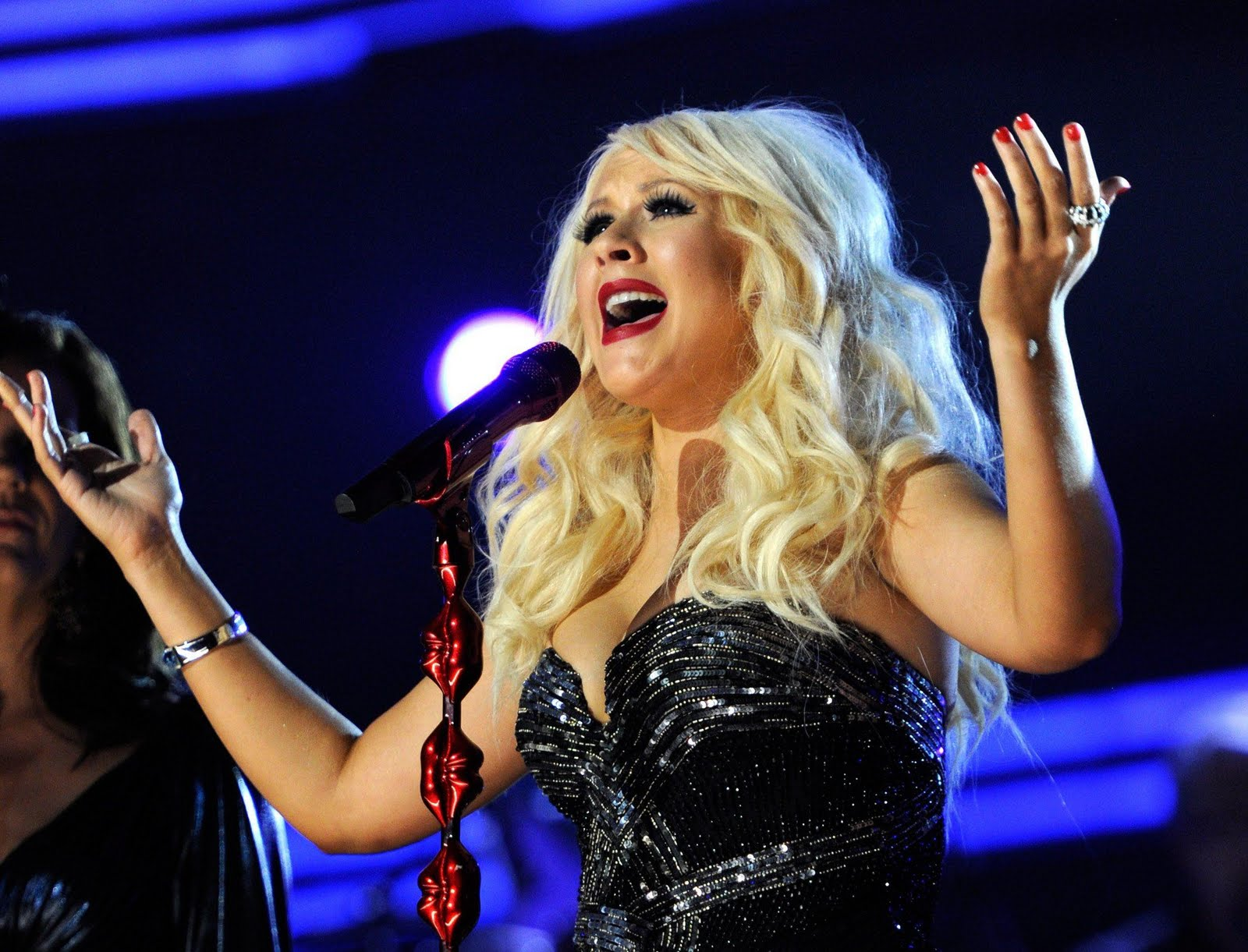 http://4.bp.blogspot.com/-y3GFyou-tvg/To3mLgK-iYI/AAAAAAAAKB4/rs0CaNvT8wM/s1600/55033_Tikipeter_Christina_Aguilera_53rd_Annual_GRAMMY_Awards_043_123_145locrpd.JPG