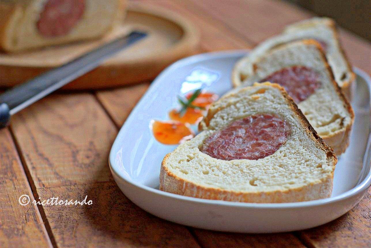 Cotechino in crosta di pane ricetta per una merenda golosa ottimo fingerfood