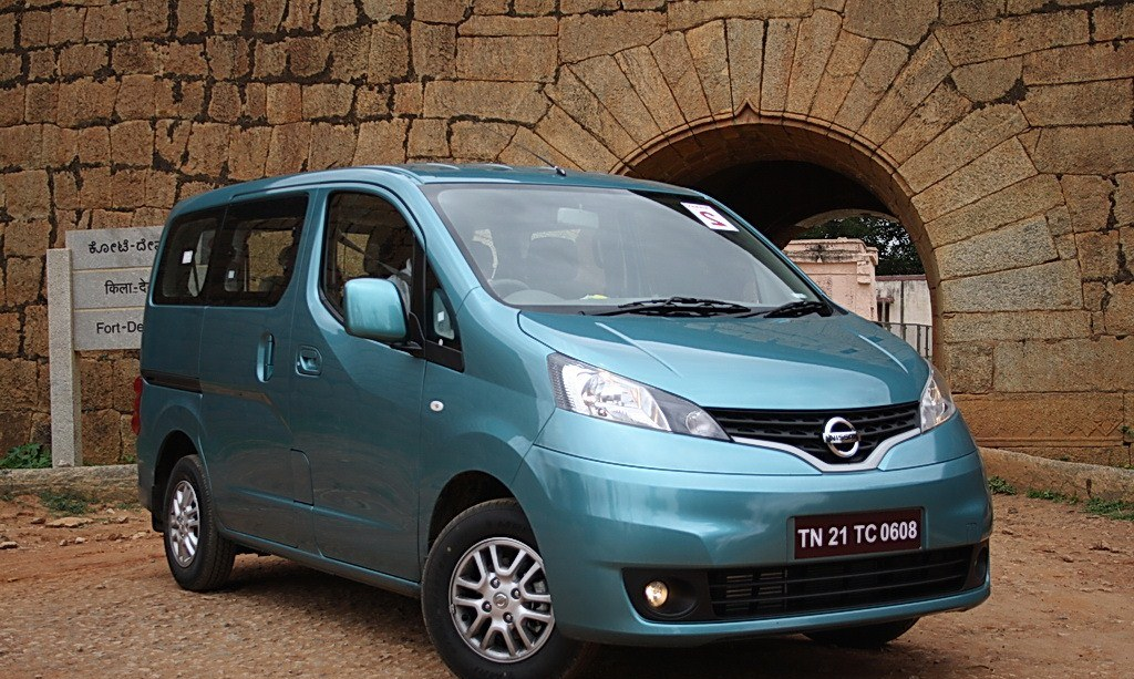 nissan evalia test drive reviews interiors. Black Bedroom Furniture Sets. Home Design Ideas
