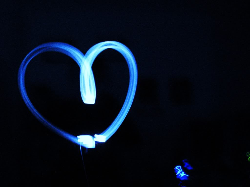 http://4.bp.blogspot.com/-y3xrkr6WhjQ/TnPacRYV6dI/AAAAAAAANXg/wx7g5QckcwY/s1600/Light+Blue+Graffiti+Heart.jpg