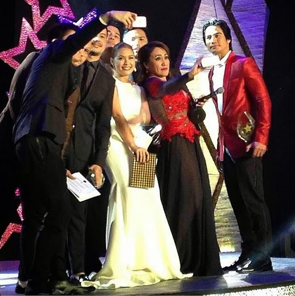 Ai Ai's A-list Star Awards 2014 'selfie' with @pjpcom #PHCinema