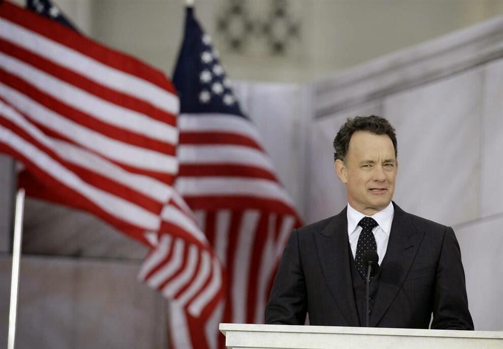 Том Хэнкс произносит речь во время праздника,  Tom Hanks delivers a speech during the holiday
