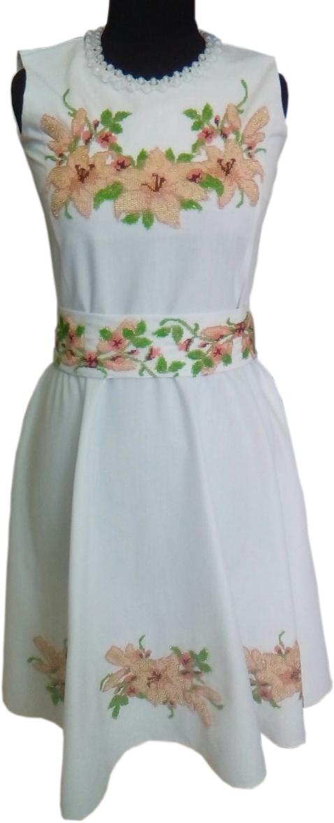 Сукня вишита бісером. Ціна 2500 грн.