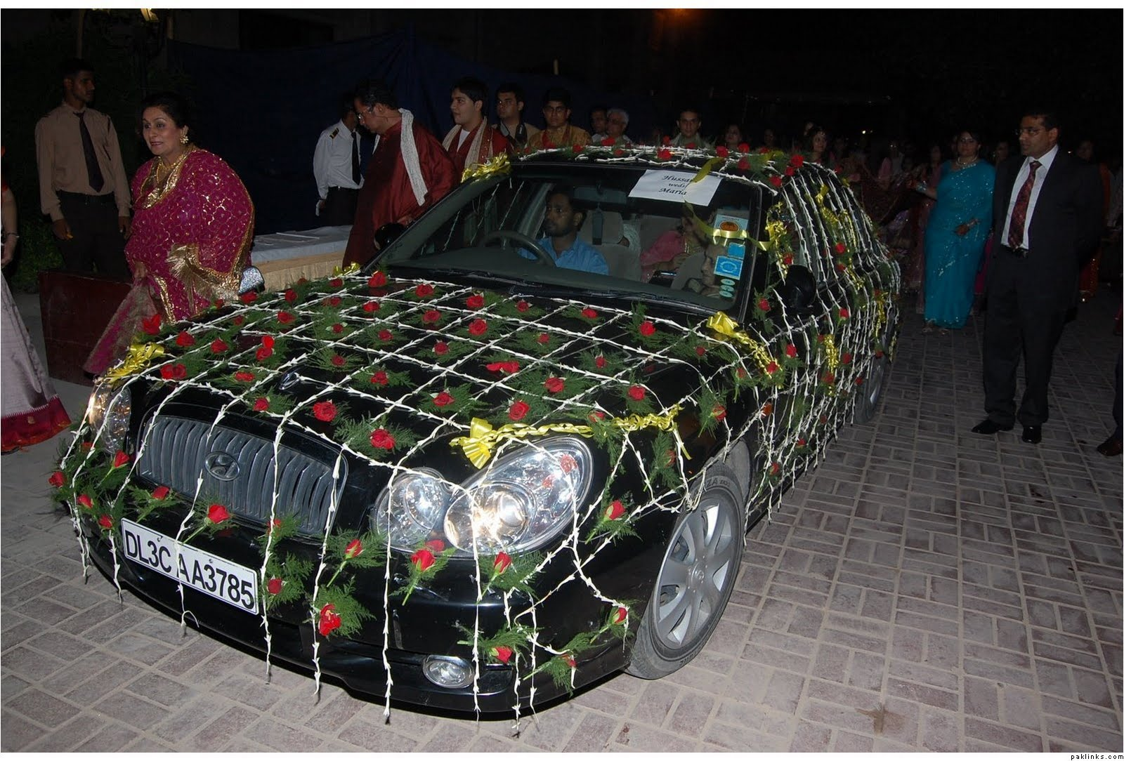 Fashion world latest fashion wedding cars in pakistan for Auto decoration in pakistan