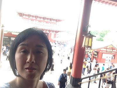 英語のはとバスツアーは浅草寺散策からの写真