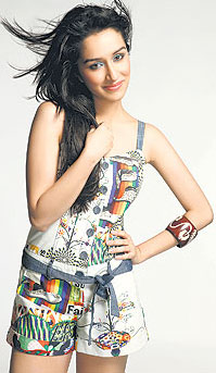 Hot Shraddha Kapoor  Bollywood Shraddha Kapoor Actress Wallpapers Photo Pictures Gallery navel show