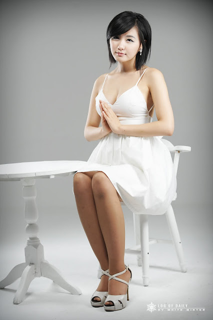 ryu-ji-hye-white-dress-and-tiara-03