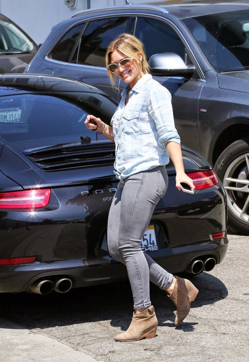 Hilary Duff Highlights Her Shapely Legs in Skintight Jeans As She Leaves The Gym