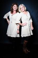 Jag och Lotta som driver företaget Drömmar & Ting!
