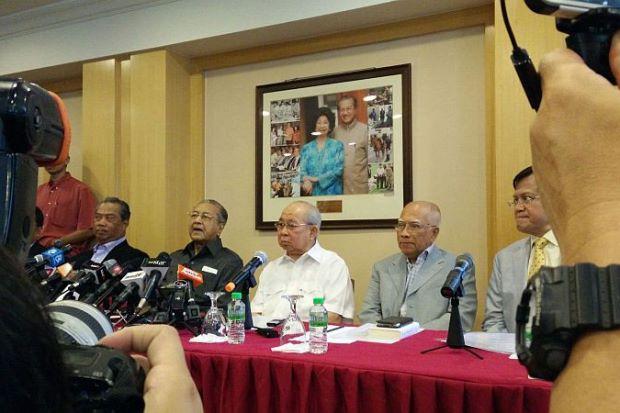 Tun Mahathir, Ku Li, Muhyiddin Buat Kejutan Hadir Sidang Media Bersama-Sama