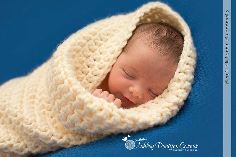 Free Easy Crochet Baby Cocoon Pattern : Ashley Designs Corner: Snuggle Bug Cocoon Baby Crochet Pattern