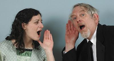 Mayores que pierden el sentido del  oído. Mayores que son sordos.