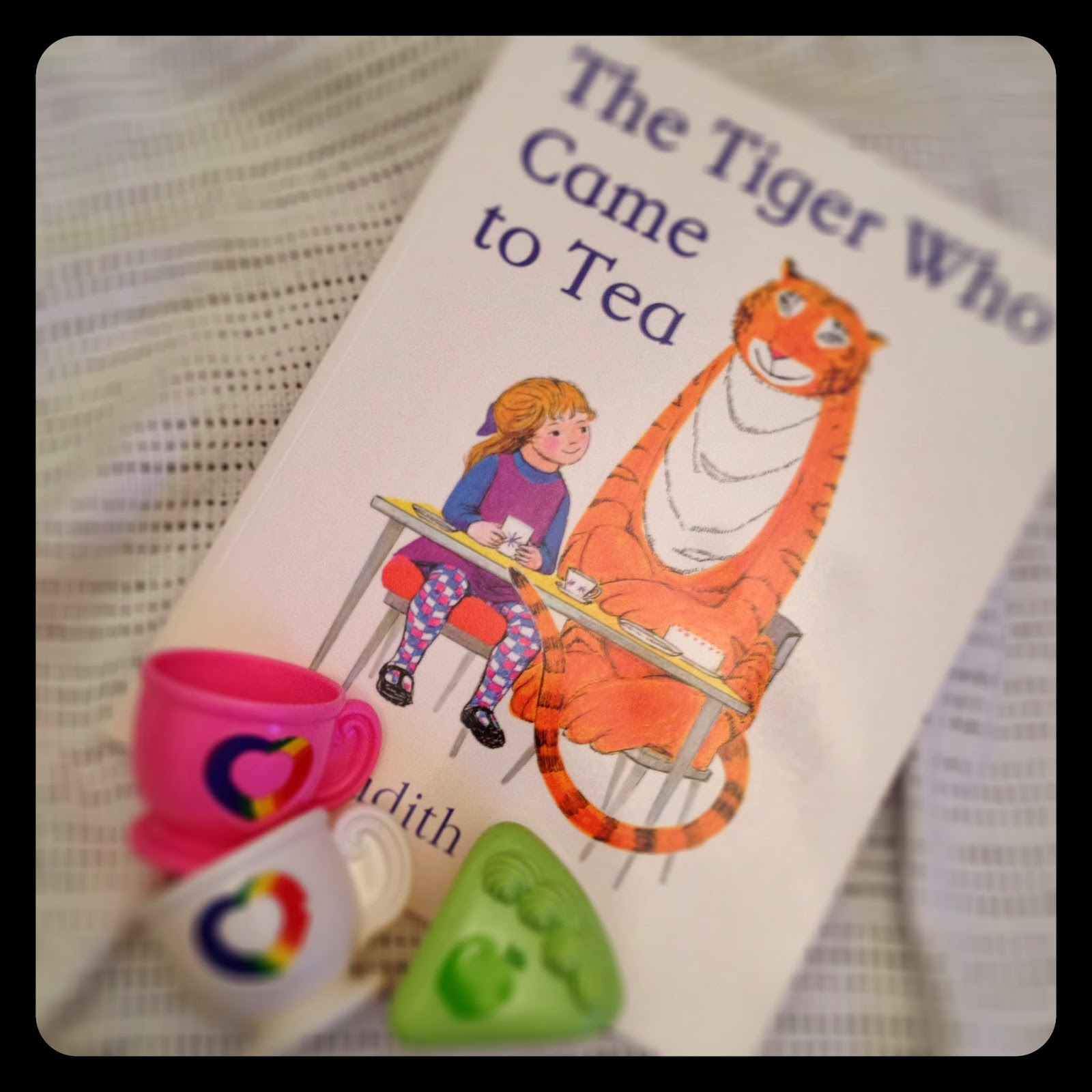 mamasVIB | V. I. BOOKCLUB: Build a classic library for kids (The Tiger Who Came to Tea), baby books, classic baby books, classic library, V. I. BOOKCLUB, sunday night book club, classic library,