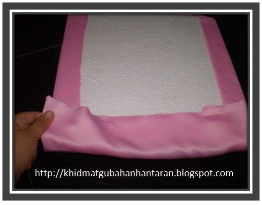 langkah 3 lipat bahagian bucu polisterin langkah 4 gamkan kain