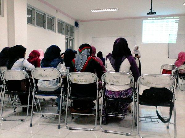 Edukasi Pasar Modal Dengan Mahasiswa D3 Akuntansi