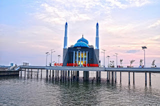 Masjid Terapung di Makasar nan Menakjubkan