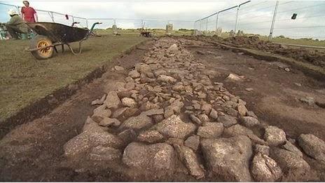 L'actualité archéologique de la semaine, 14 octobre - 28 octobre 2013 Un+sentier+en+pierres+de+l%27%C3%A2ge+du+bronze+mise+au+jour+sur+le+site+du+cercle+de+pierres+The+Hurlers