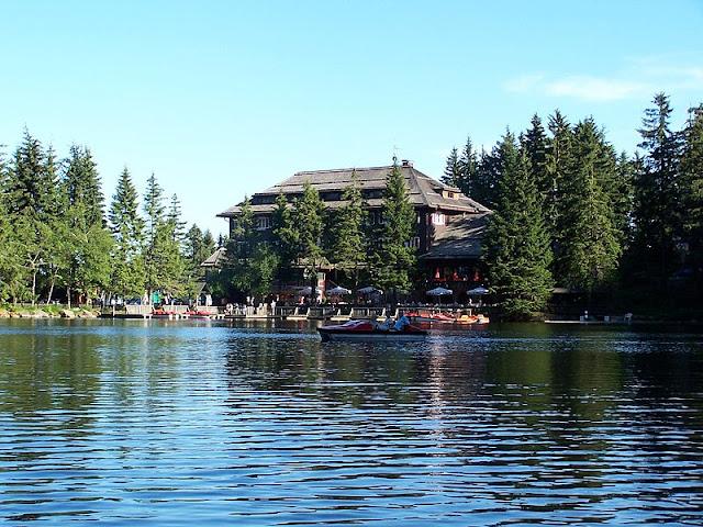 Lago Mummelsee, ao norte da Floresta Negra