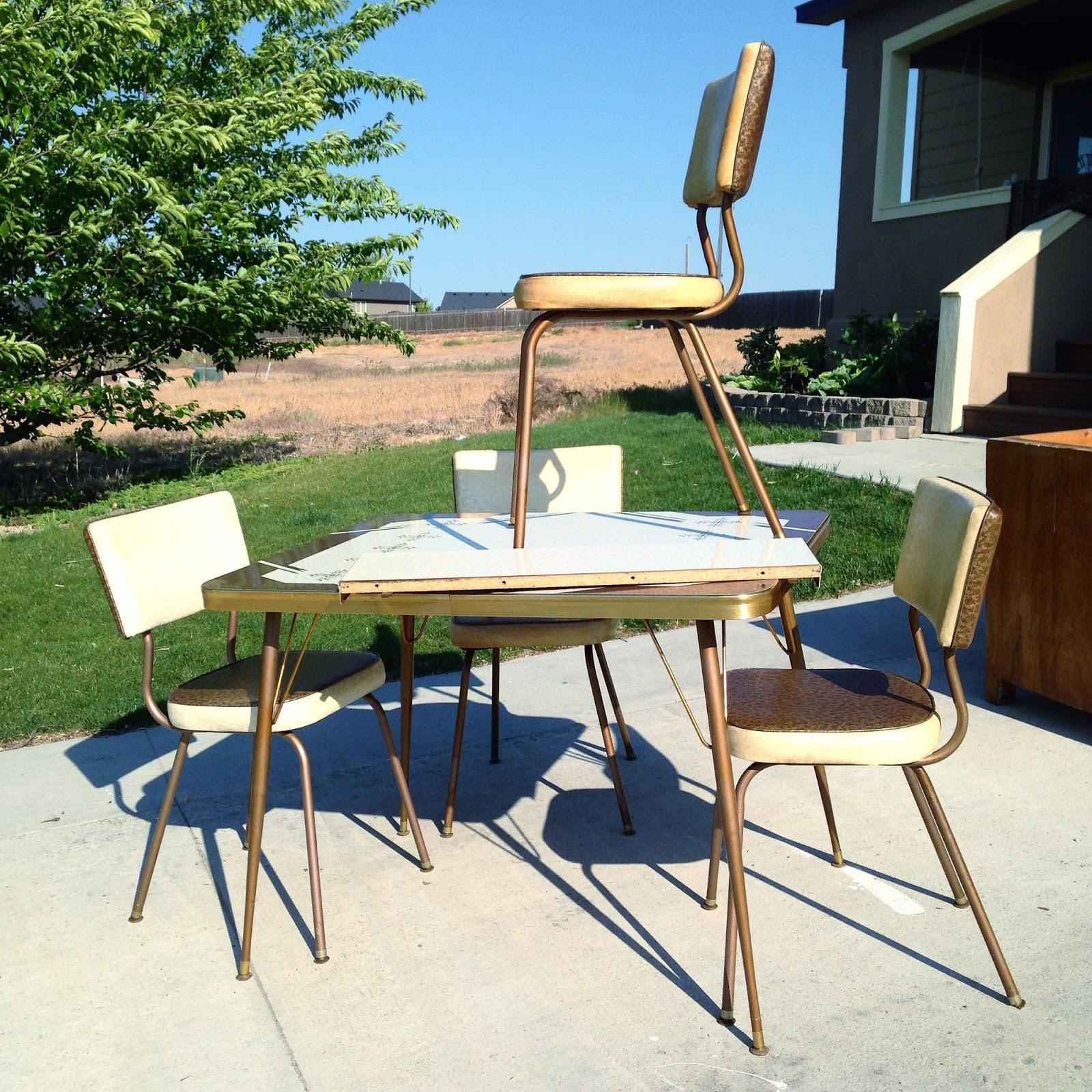 Mod Podge Kitchen Table How To Make Over A Vintage Vinyl Dinette Set Using Spray Paint