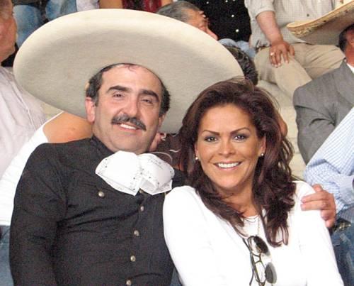 VICENTE FERNANDEZ JR  Y SU ESPOSA  LA PERIODISTA MARA PATRICIA    Vicente Fernandez Y Su Esposa