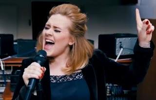 Pernah Jadi Pecandu Rokok, Adele Ungkap Alasan Berhenti