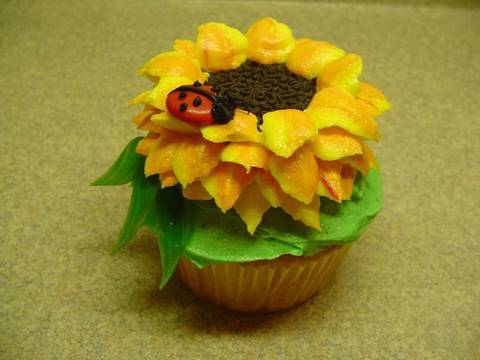 Cupcakes: Decorating Cupcakes: #3 Sunflower and Ladybug