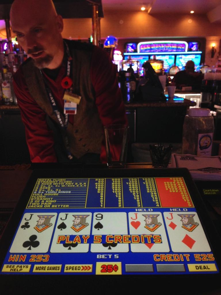 казино три топора кому принадлежит