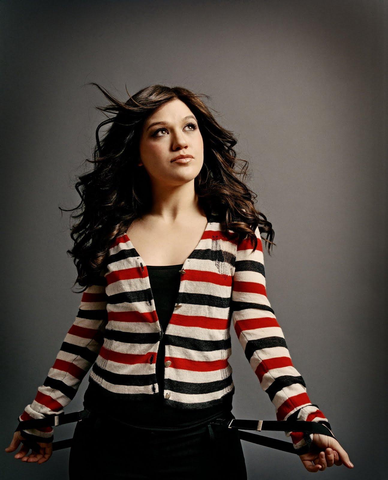http://4.bp.blogspot.com/-y85a7qgjZsc/TlDgtIcCfkI/AAAAAAAAABI/K1OD-YOZAqg/s1600/Kelly-Clarkson-life-style-2011-american-singer-and-actress-13.jpg