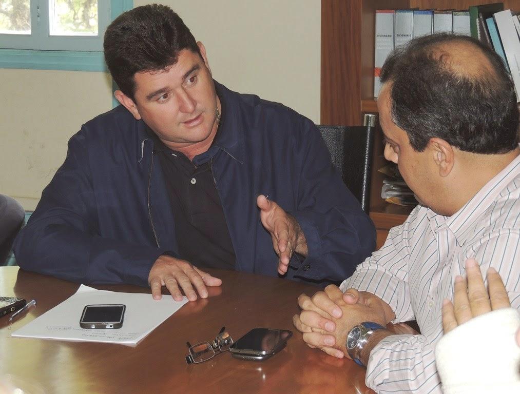 Prefeito Arlei com o subsecretário estadual José Beraldo: sorteio definirá as famílias contempladas