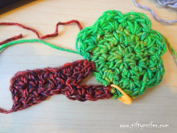 Free Crochet Pattern ~Apple Tree Motif http://www.niftynnifer.com/2014/10/free-crochet-pattern-apple-tree-motif.html
