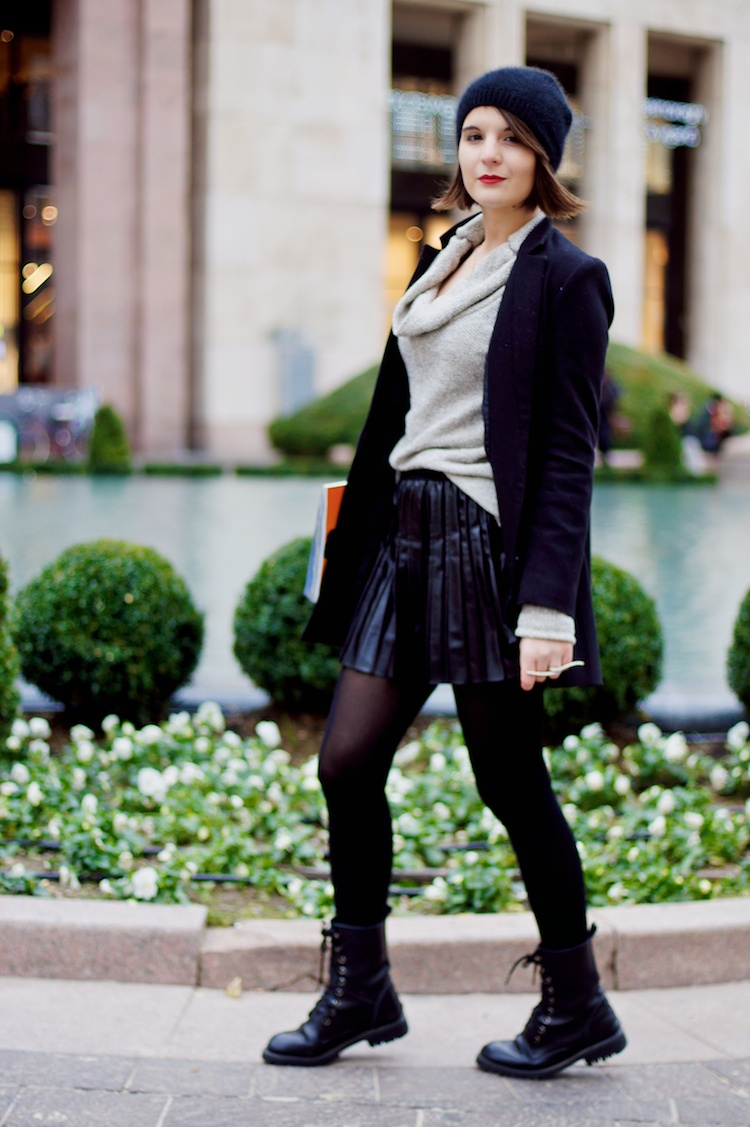Streetstyle pleated leather skirt