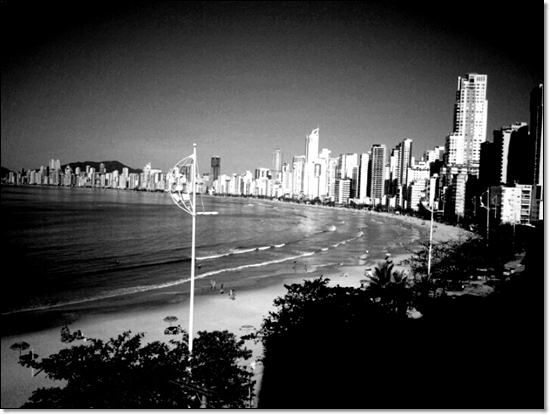 Balneario Camboriu Barra norte (black and white)