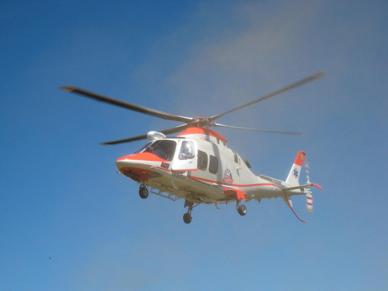 Elicottero Falco : Campo base del col di lana agosto