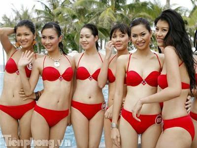Hoa Hậu Việt Nam mặc bikini tỏa sắc bên bể bơi 2