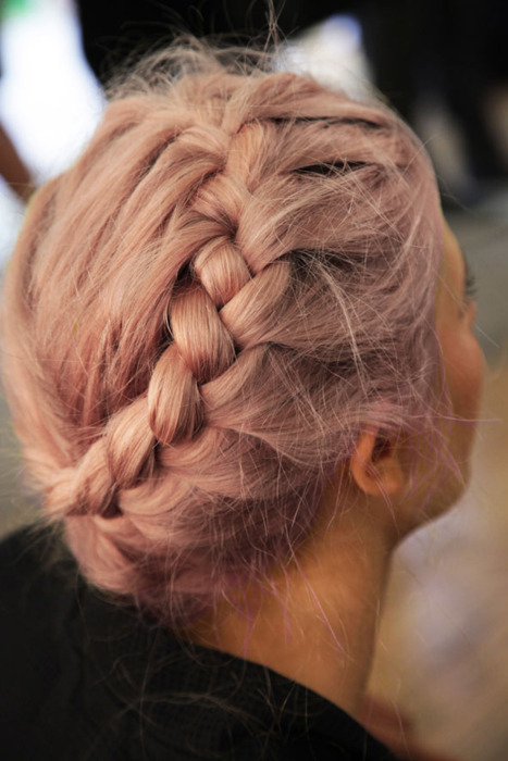 trenza cocida en pelo rosa 2013