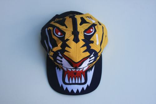 Así como estas gorras fabricadas hace más de 20 años escasean en las  compraventas 8d12e4d7c4d