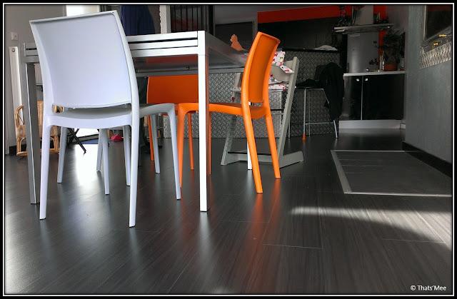 table et chaises Conforama orange