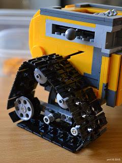 lego wall-e: keep on trackin