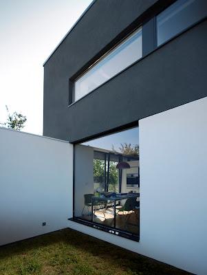 sudut rumah minimalis hitam putih