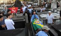 Pastor, padre e rabino encerram velório de Oscar Niemayer