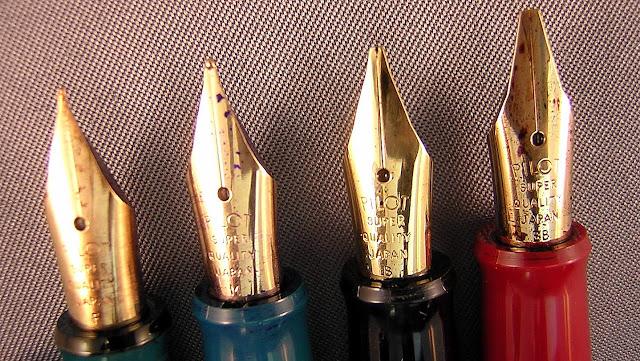 canetas papel