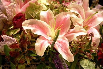 Splendid Stems Event Florals - Wedding Centerpiece on Cake Plate - Hilton Hotel Albany Crowne Plaza