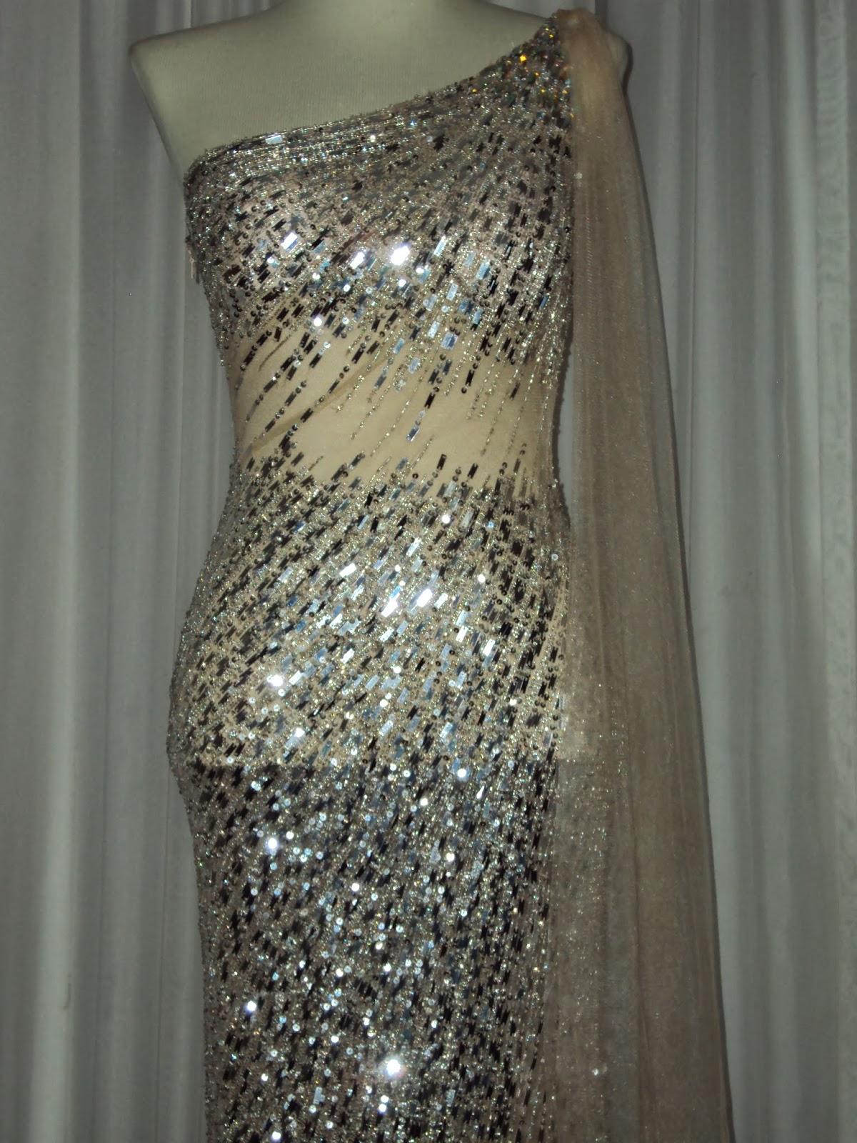 Mariléia: Vestido de tule nude bordado em prata