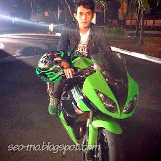 Foto Jho Rizki Keren Naik Motor - Pemain Anak Jalanan