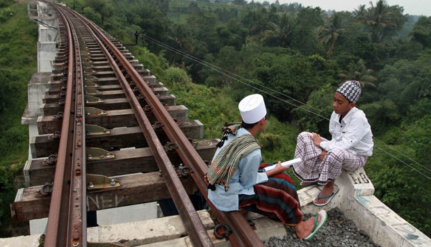 Tempat Nongkrong Anak Bogor Paling Berbahaya jembatan rel kereta Cigombong Bogor