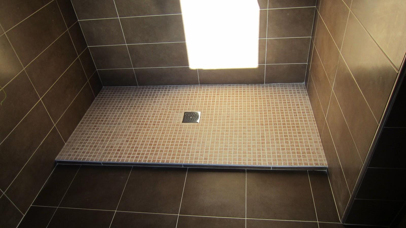 azulejo rematando el techo de madera