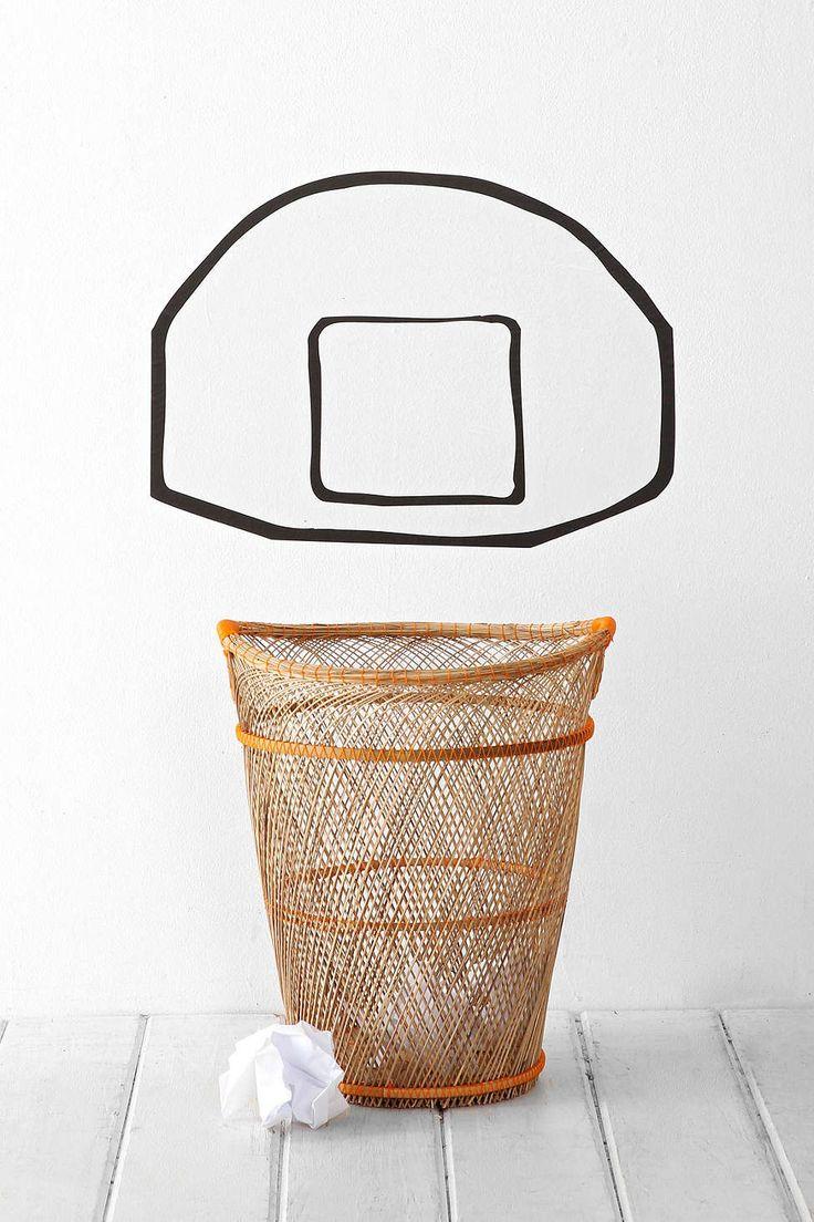 sjovt til væggen, basketball med papirkugler