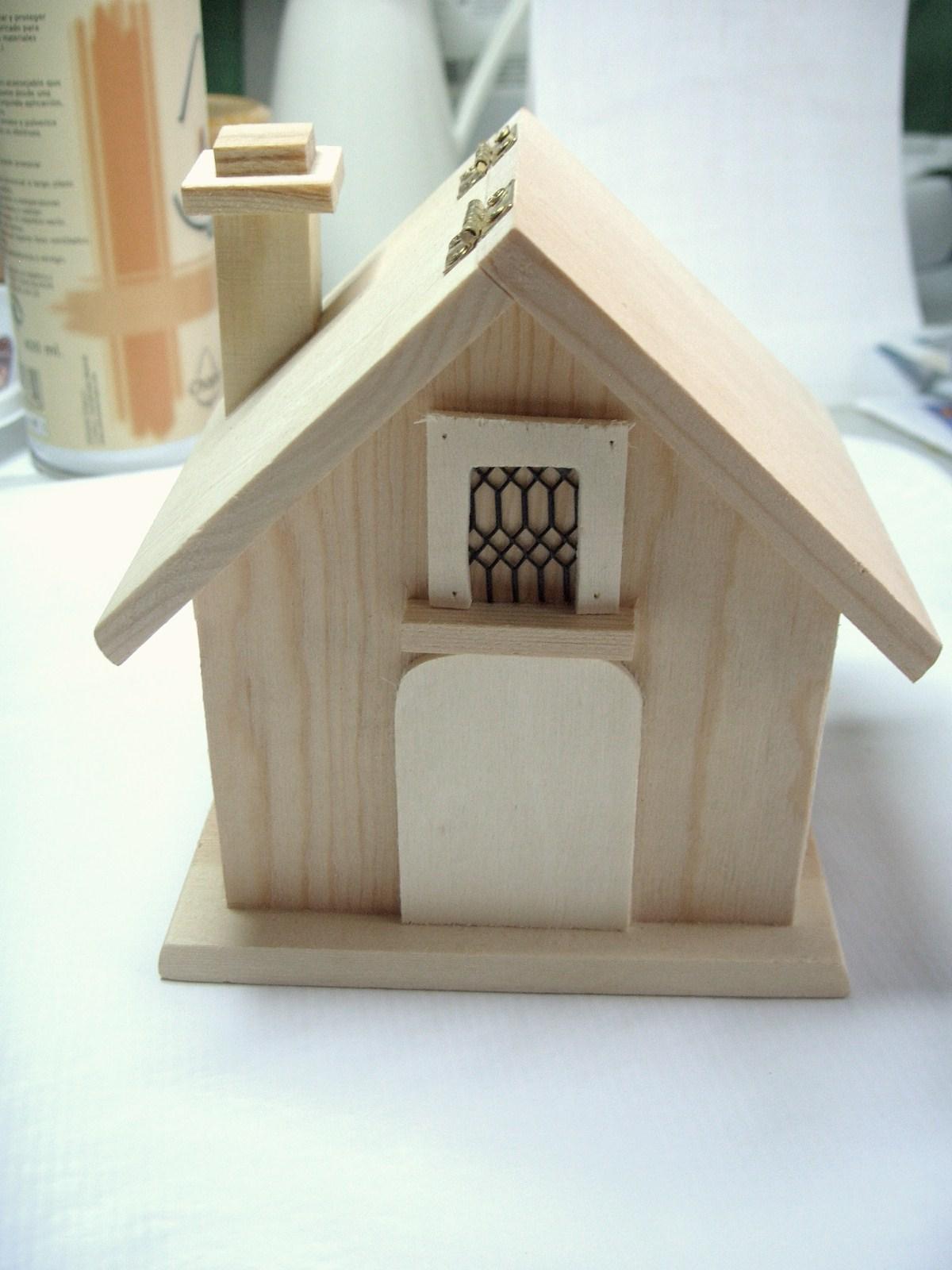 El blog de walkiria celada casa de p jaros con tapa for Casitas de madera para guardar cosas